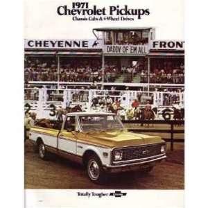 1971 CHEVROLET PICKUP TRUCK Sales Brochure Book Automotive