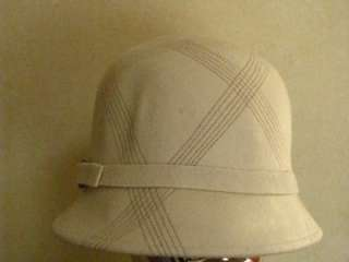 NWT LADIES/WOMANS IVORY/WINTER WHITE WOOL FELT CLOCHE HAT W BAND