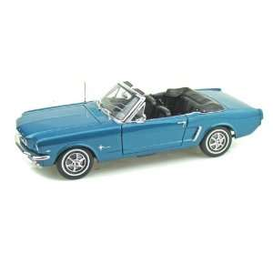 1964 1/2 Ford Mustang Convertible 1/18 Green Toys & Games