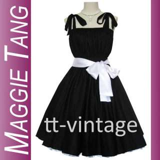 The dress was photographed with a petticoat. The belt and the