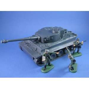 Deetail WWII German Toy Soldiers with Tiger I Tank: Toys & Games