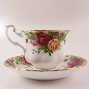 Royal Albert OLD COUNTRY ROSES Tea Cup & Saucer Set